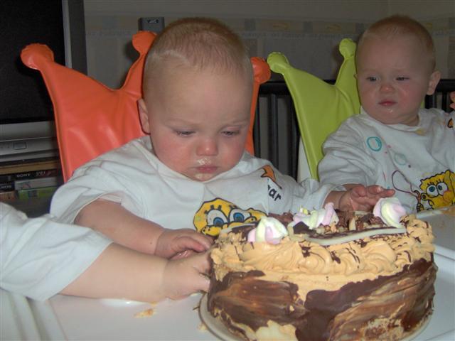 050-ik-ben-nu-1-jaar-afblijven-dit-is-mijn-taart