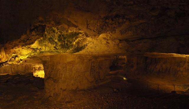 Zedekia's cave